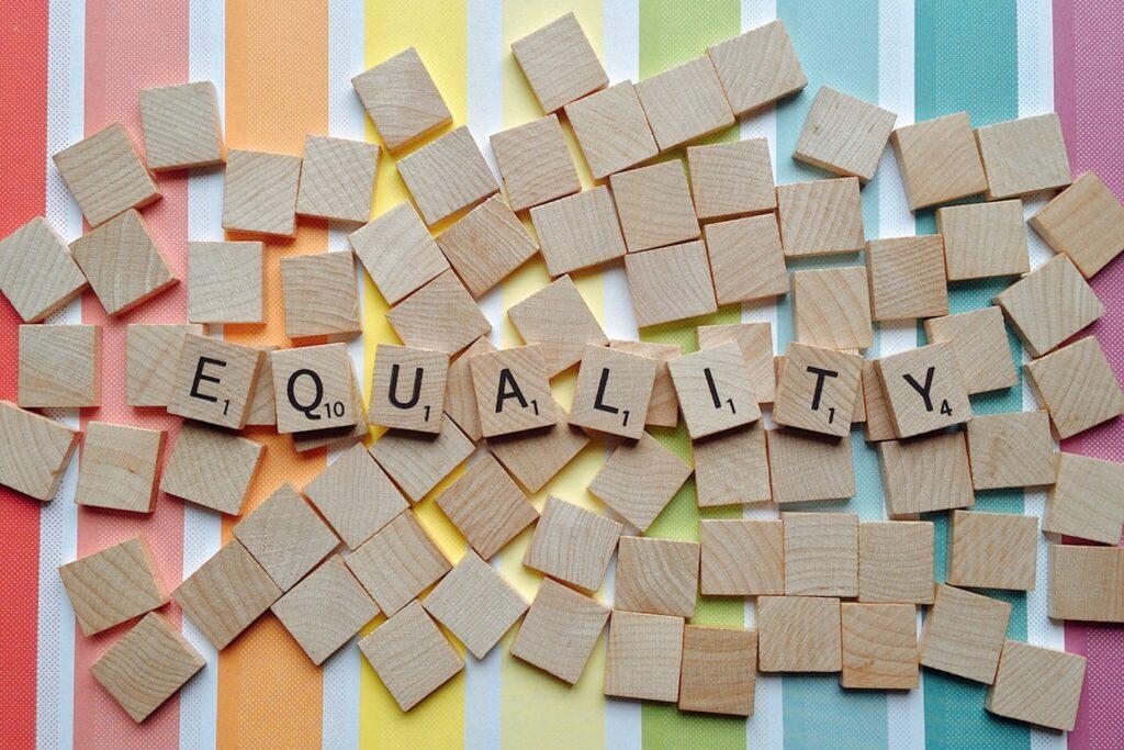 Deze afbeelding illustreert uit de waarden vrijheid, gelijkheid en broederschap het begrip gelijkheid