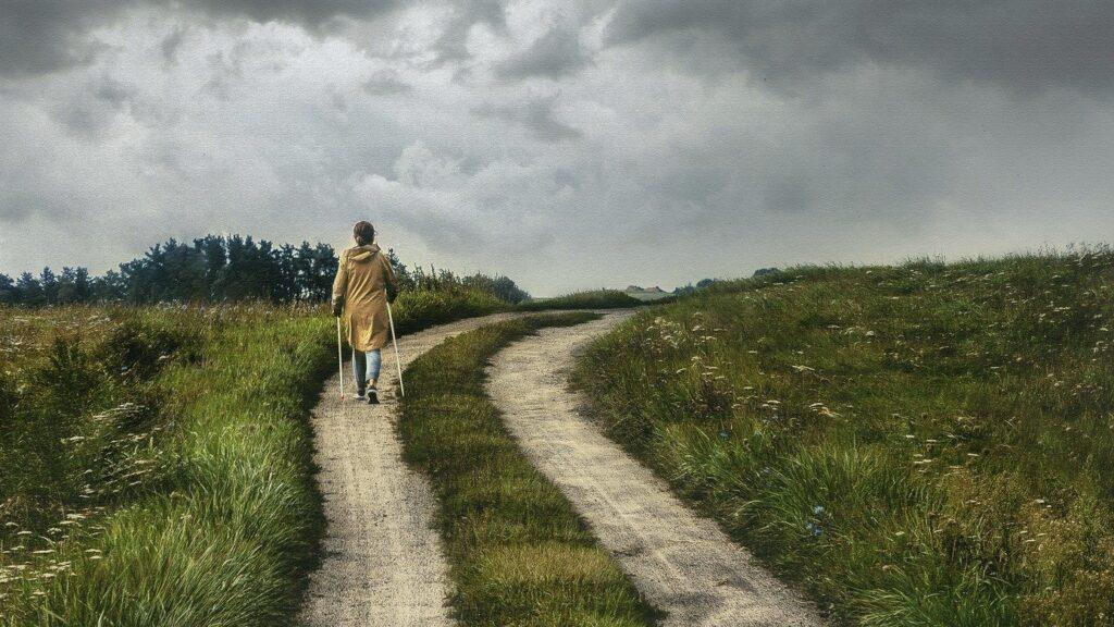 Een wandelaar in het voorbijgaan